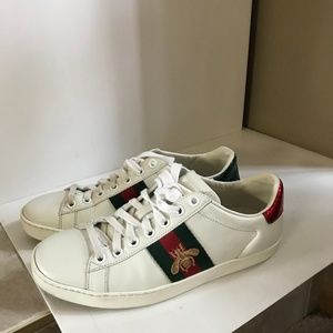 ~Gucci - Ace Bee Sneakers - White Leather - Red